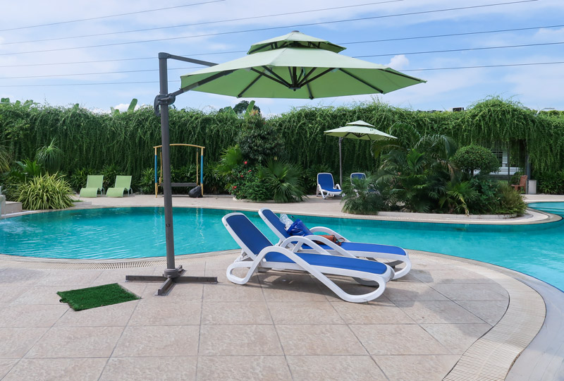 How a pool lounge chair increase the beauty of a pool